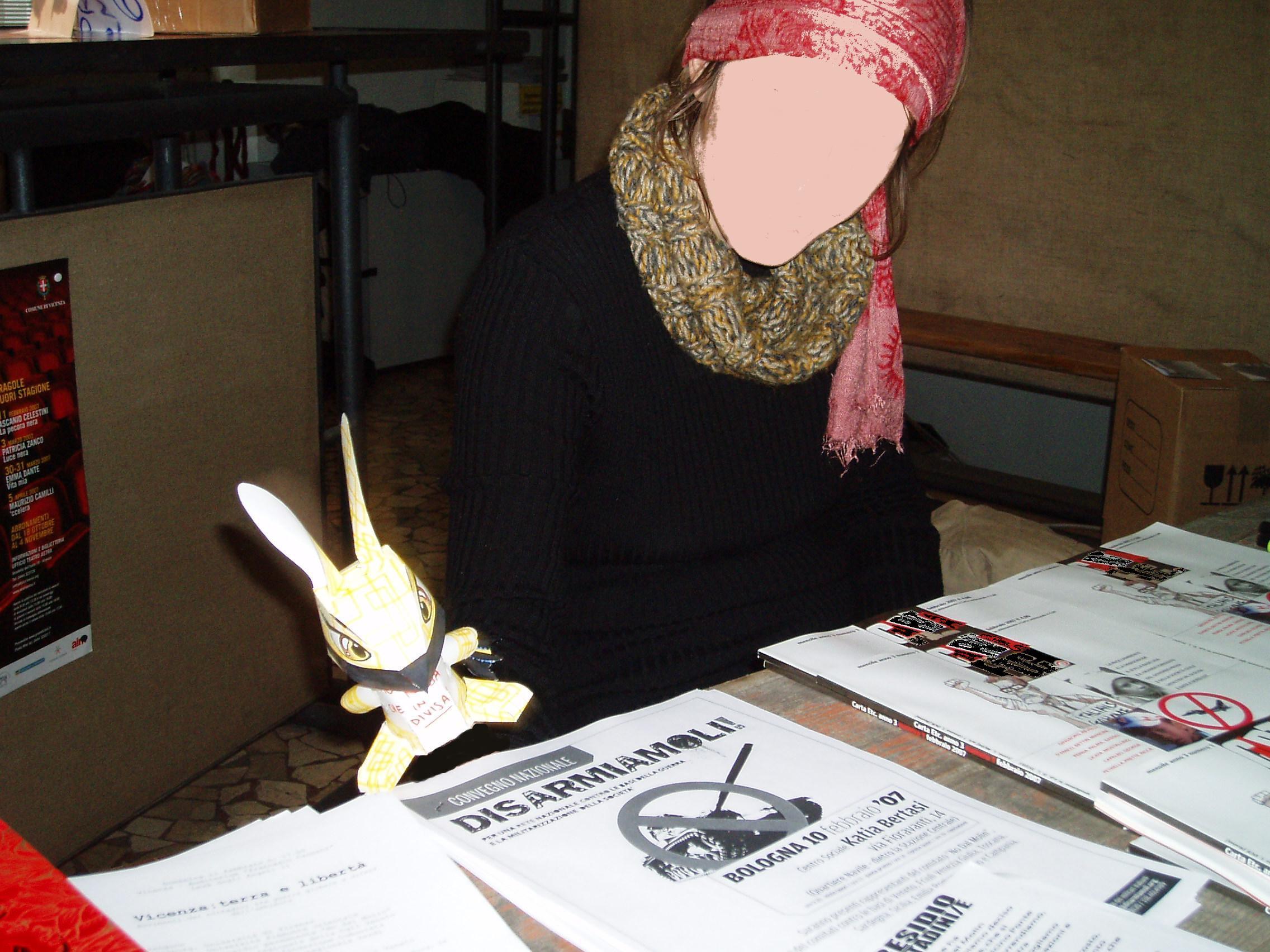 coniglietta di carta orange pennarelli matite pirate statuetta no dal molin teatro astra
