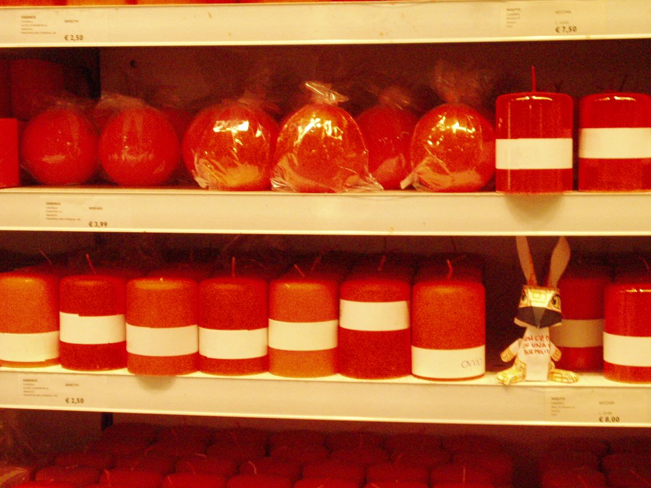 conigliette coniglietti dark blue red light orange  cortruzioni di carta pirate lavoro azioni politiche no dal molin antagonismo art attivismo arte anarchia